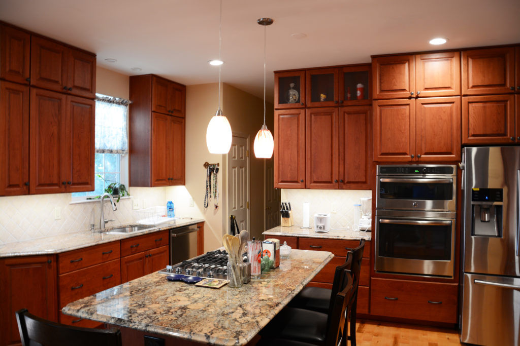 With The Help And Suggestions From Rebecca, The Poole Family Chose Cherry  Cabinets From Brighton Cabinetry With An Executive Finish And Neoga Ridge  Raised ...