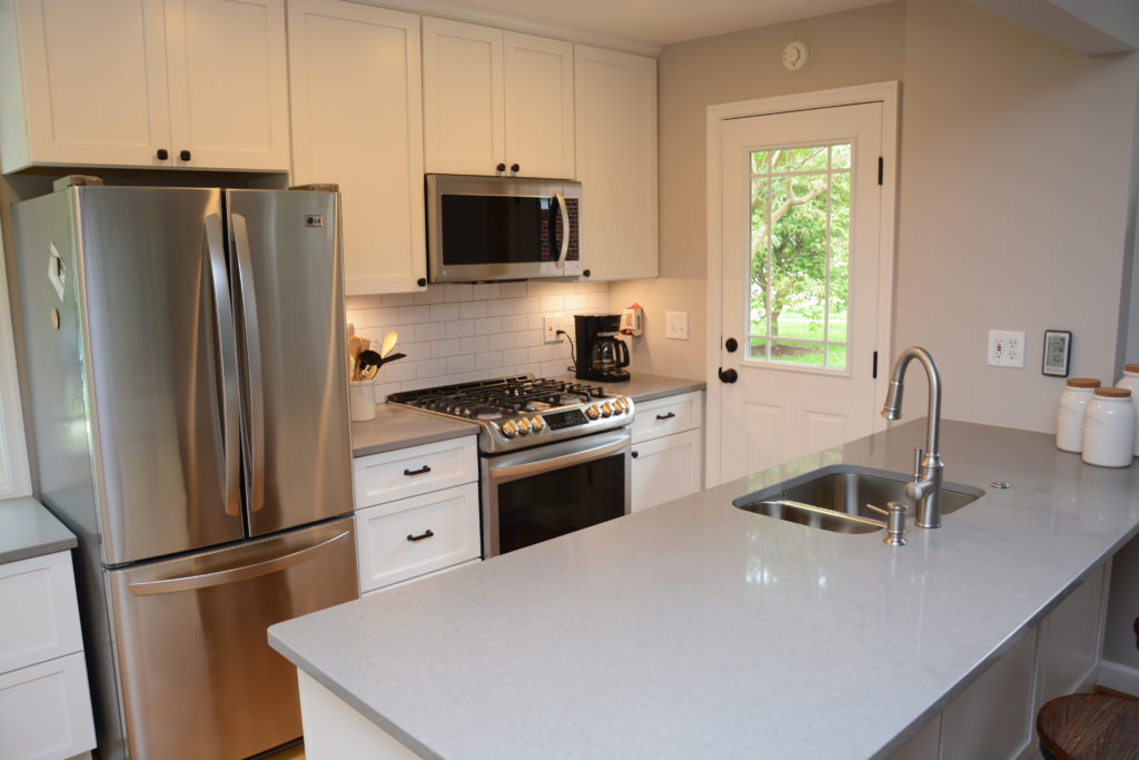 It Had Oak Cabinets, Laminate Counter Tops, And A Tile Floor That Created A  Small Step From The Dining ...